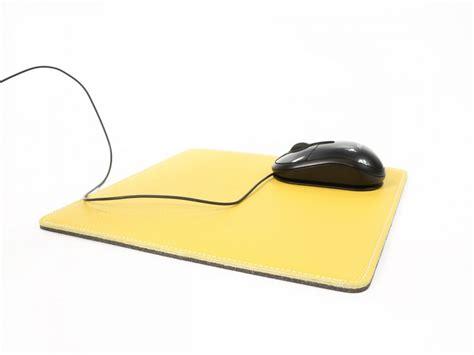 tapis souris en cuir sous cuir