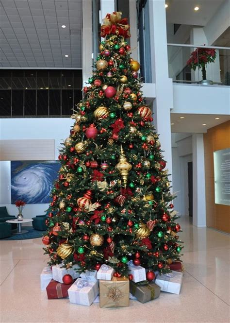 commercial holiday decor xmas trees hannukah menorahs indoor and outdoor holiday lighting and