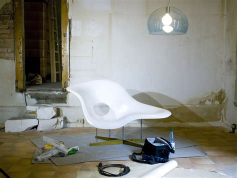 la chaise file la chaise by charles and eames and fly by