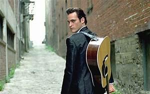 Joaquin Phoenix Becomes Johnny Cash in Walk the Line ...