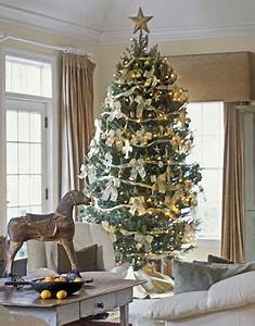 White and Gold Christmas Decor First e Flowers