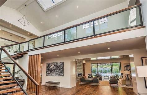 Kris Jenner Home Interior by Kris Jenner S 10m Home Is Just Across From