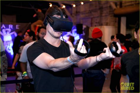 Chloe Moretz & Nolan Gould Play Virtual Reality Games At Alienware Party!  Photo 983984 Photo