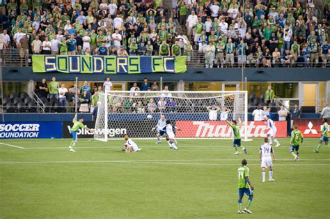 File:Sounders FC vs New England Revs.jpg - Wikimedia Commons