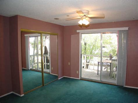 paint colors for living room with green carpet living room