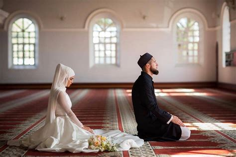 muslim groom  bride praying  masjid beautiful couples