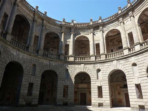 Cortile Palazzo Farnese by Dal Cortile Interno Foto Di Palazzo Farnese Caprarola