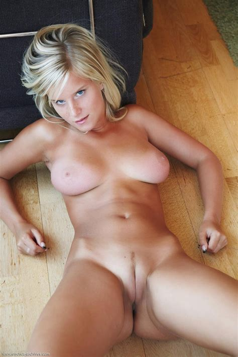 Marry Queen Strips Naked On The Floor