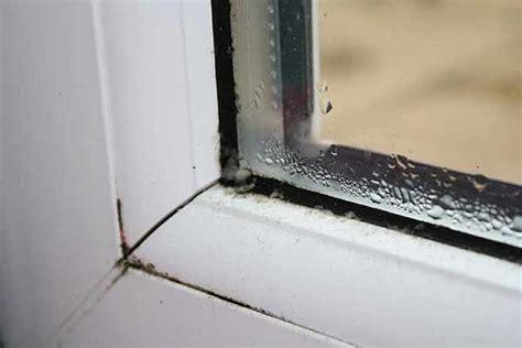 Почему потеет пластиковое окно изнутри зимой и как предупредить появление влаги на стекле