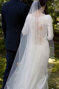 Bella swan39s twilight wedding dress replica hits stores for Twilight wedding dress