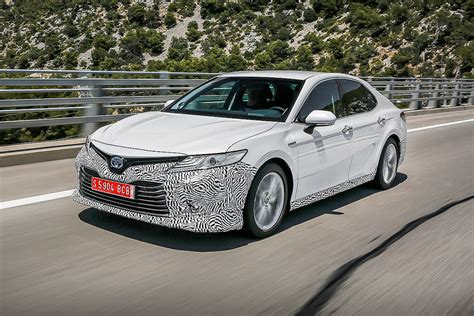 The 2021 toyota camry takes the midsize sedan with all its convenience and evolves it for the better. Toyota Camry Hybrid (2019): Erste Infos und Test - Bilder ...