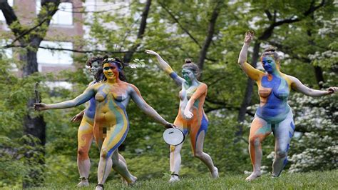 All Female Cast Perform Nude Version Of Shakespeares
