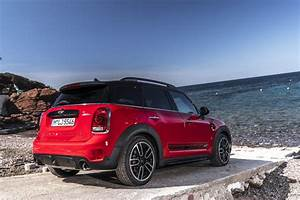 Mini Countryman S : 2017 mini countryman jcw launch brings pricing new photos and videos autoevolution ~ Melissatoandfro.com Idées de Décoration