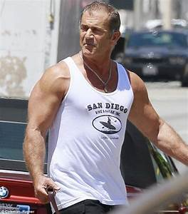 Lethal weapons! Mel Gibson shows off his guns after a gym ...