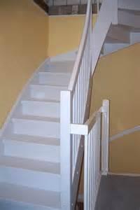 treppe weiss holztreppe natur weiß anthrazit viertelgewendelt tischlerei lohse