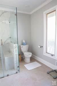 Monochrome bathroom design ideas cube glass tile shower for Bathrooms designs pictures 2016