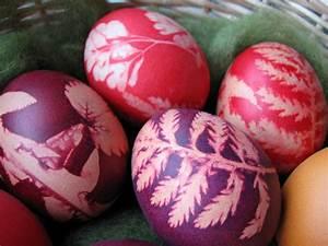 Eierfärben Mit Naturfarben : eier f rben technik muster aussparen ~ Yasmunasinghe.com Haus und Dekorationen