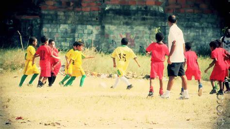 Ninos Jugando Fútbol (Cartagena en 7D) - YouTube