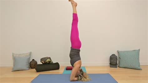 It is a stretch designed to improve flexibility and limberness. Explore the Anatomy and Correct Alignment of Headstand Pose | Gaia