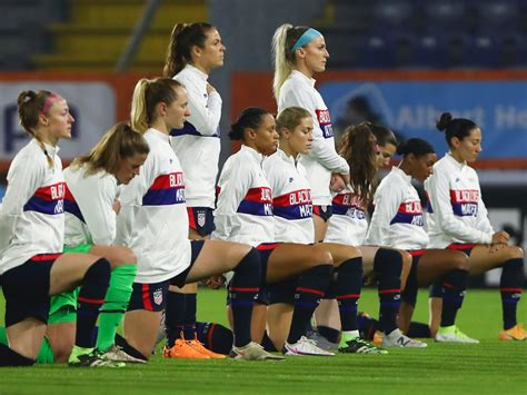 9 of 11 USWNT starters kneeled during the national anthem ...