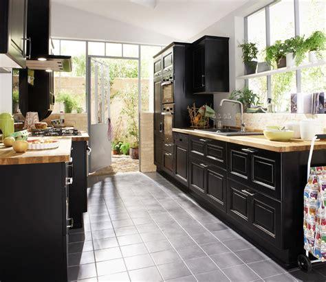 cuisine taupe et noir une cuisine pour une déco lumineuse travaux com