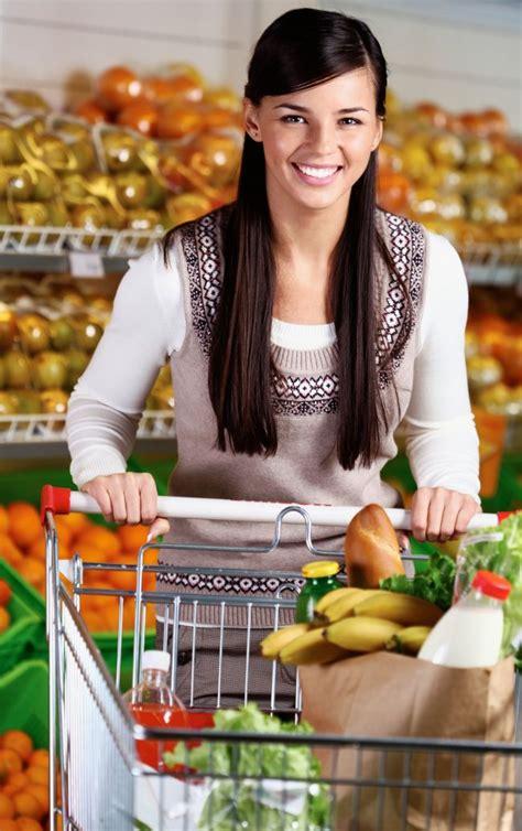 auchan si e social program sarbatori 2013 supermarketuri malluri si