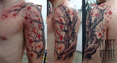 tatouage arbre en fleur bras complet homme yhe mode