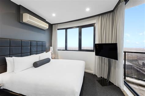 bedroom summit penthouse kent street sydney meriton suites