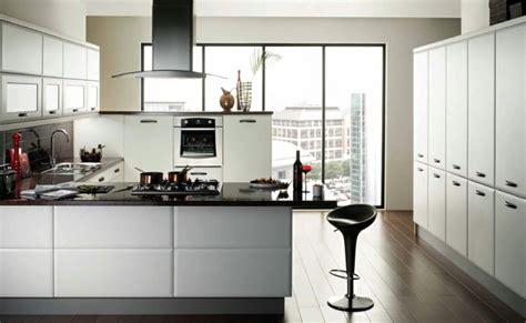 amenager un bar de cuisine cuisine en u avec bar pour un espace lumineux et fonctionnel