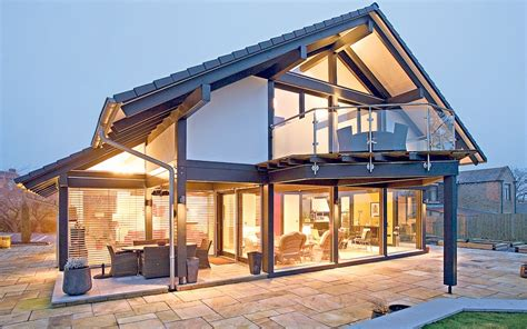 """Zero-energy Flat Pack House """"pays Bills For You"""""""