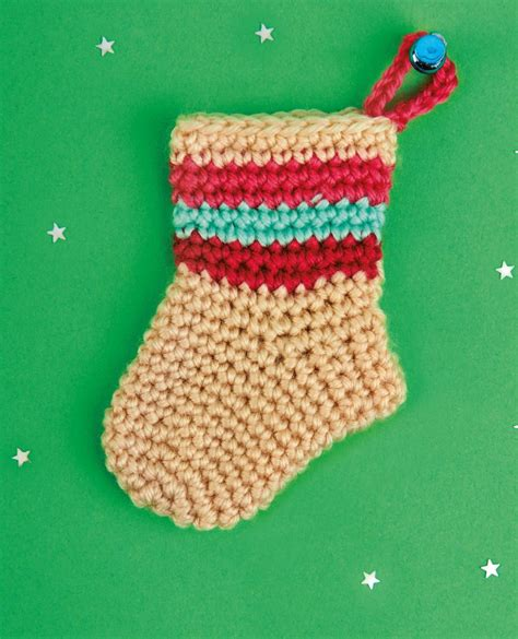 twenty five days of christmas minu stocking on a rope from crackabsral crochet pattern