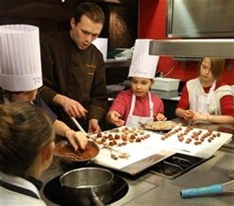 ducasse cours de cuisine participer à un atelier de cuisine pour enfants