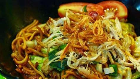 Mie tek tek goreng merupakan makanan yang banyak digemari oleh semua orang. Resep Mie Goreng Tek Tek - Lifestyle Fimela.com