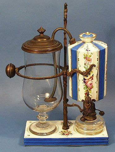 Recalling the coffee maker invented by loeff of berlin in the 1830s, this is the balancing siphon coffee brewer. Balancing syphon coffee maker 1   커피