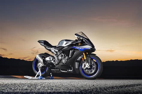 2018 yamaha yzf r1m pictures photos wallpapers top speed