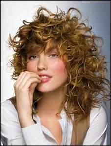 11 Dreamy Curly Hair Styles For Medium Length Hair