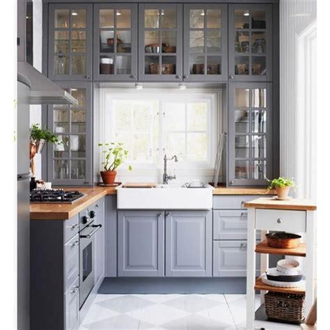 Single Küche Landhausstil by Sch 246 Ne Graue K 252 Che Domy Grey Kitchen Cabinets