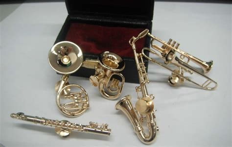 shaped pin musical instrument saxophone gilt decorations