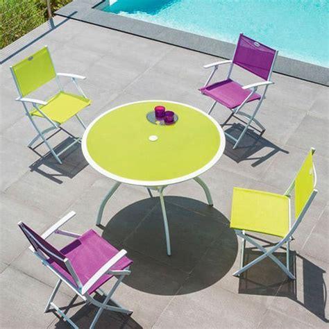 Table Pliante 4 Chaises Intégrées by Fauteuil De Jardin Pliant Modula Framboise Noir Chaise