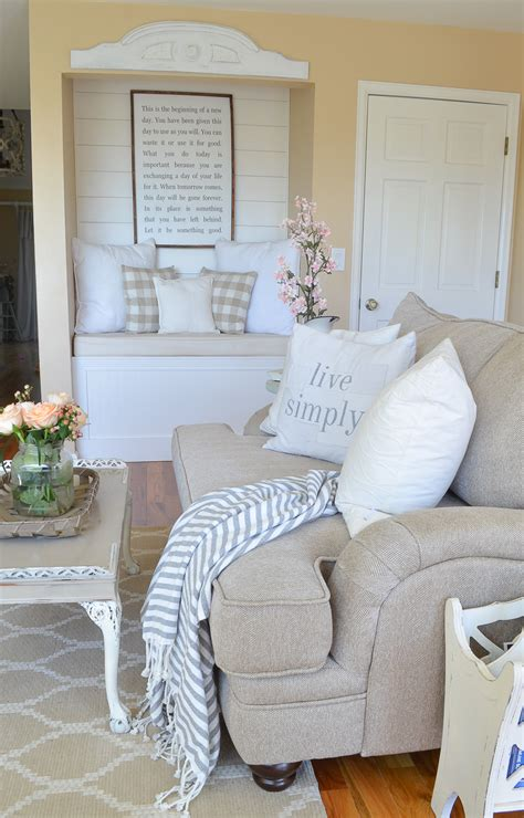 farmhouse living room  summer