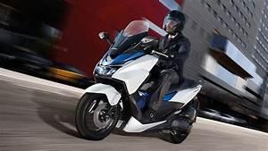Honda Forza 125 Promotion : forza 125 fast stylish scooters honda uk ~ Melissatoandfro.com Idées de Décoration