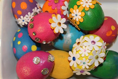 decorating easter eggs 20 creative and cute easter egg decorating ideas easyday