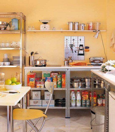 una cocina improvisada hecho  mano muebles de cocina