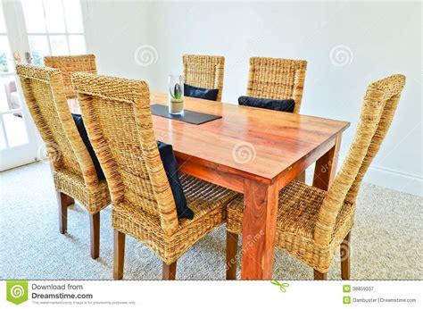 Esszimmertisch Und Stühle by Esszimmertisch Und St 252 Hle Stockfoto Bild 38859337