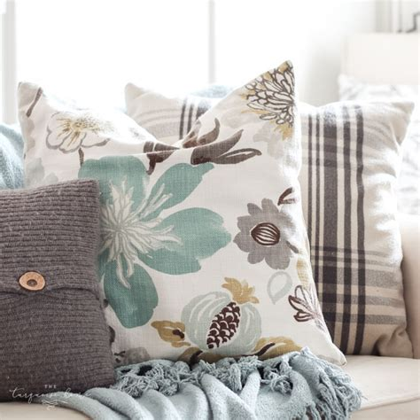 easy diy throw pillow covers step  step tutorial