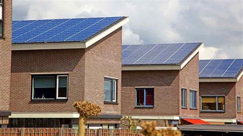 solar panels on houses solar panel pv system payback times energy saving