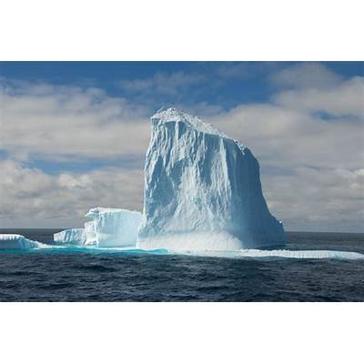 How many icebergs are there in Antarctica?