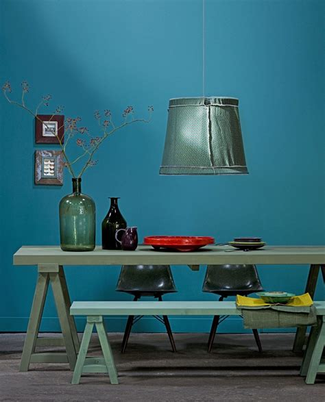 4 murs papier peint chambre la couleur de l 39 ée bleu paon ou bleu canard
