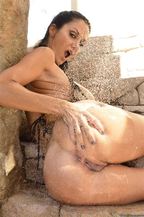 Tall Woman Is Showing Her Nice Tits Photos Ava Addams