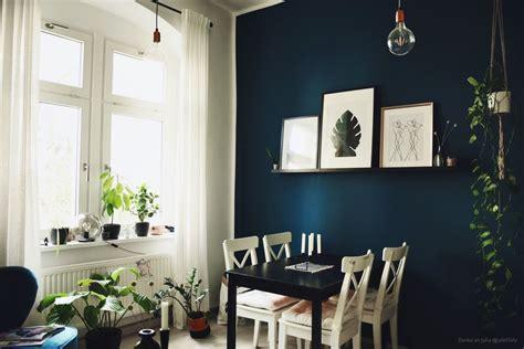 Blaue Wandfarbe Wohnzimmer by Wandfarben In Dunkelblau Kolorat